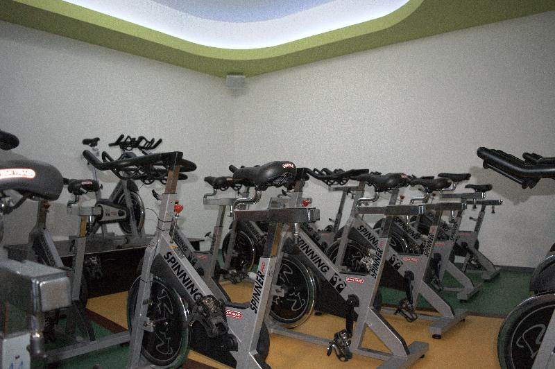 Free photo Indoor fitness bicycle  free image